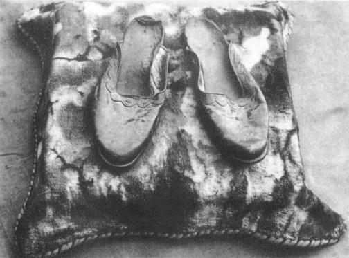 SA-Slipper of Sri Aurobindo 01
